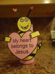My heart belongs to Jesus Valentine's Day bee toilet paper roll craft
