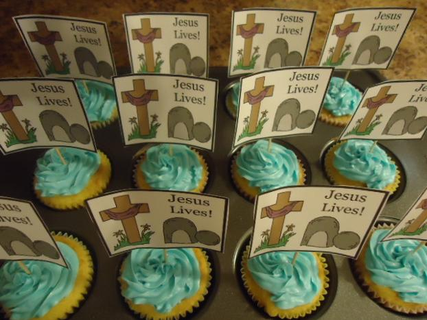Easter Snacks Easter Tomb Resurrection Cupcakes by ChurchHouseCollection.com Jesus Lives Easter Cupcakes DIY Idea Jesus Cross Easter Cupcakes